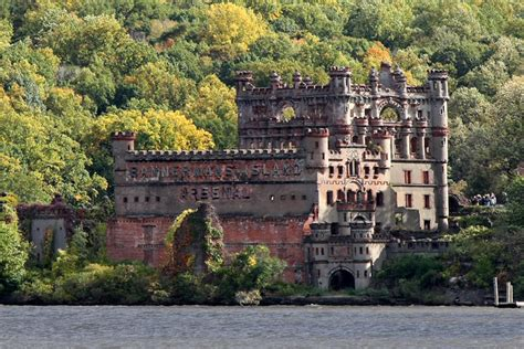 10 Abandoned and Haunted American Castles - Toptenz