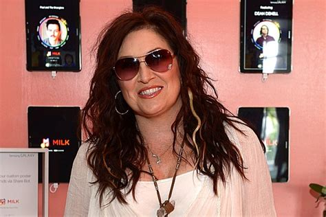 Jo Dee Messina Co-Authors New 'Chicken Soup for the Soul'