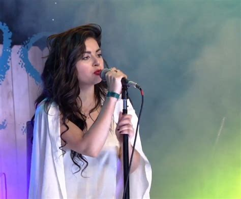 """Watch Charli XCX Perform """"Boom Clap"""" & """"SuperLove"""" At The"""