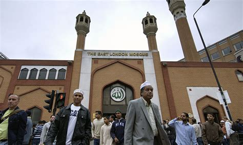 MI5 is paying British Muslims £2000 to spy and report