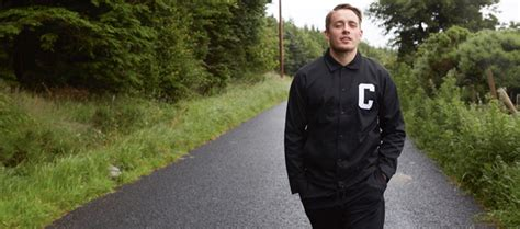 """Dermot Kennedy Premieres """"Moments Passed"""" (Official Music"""